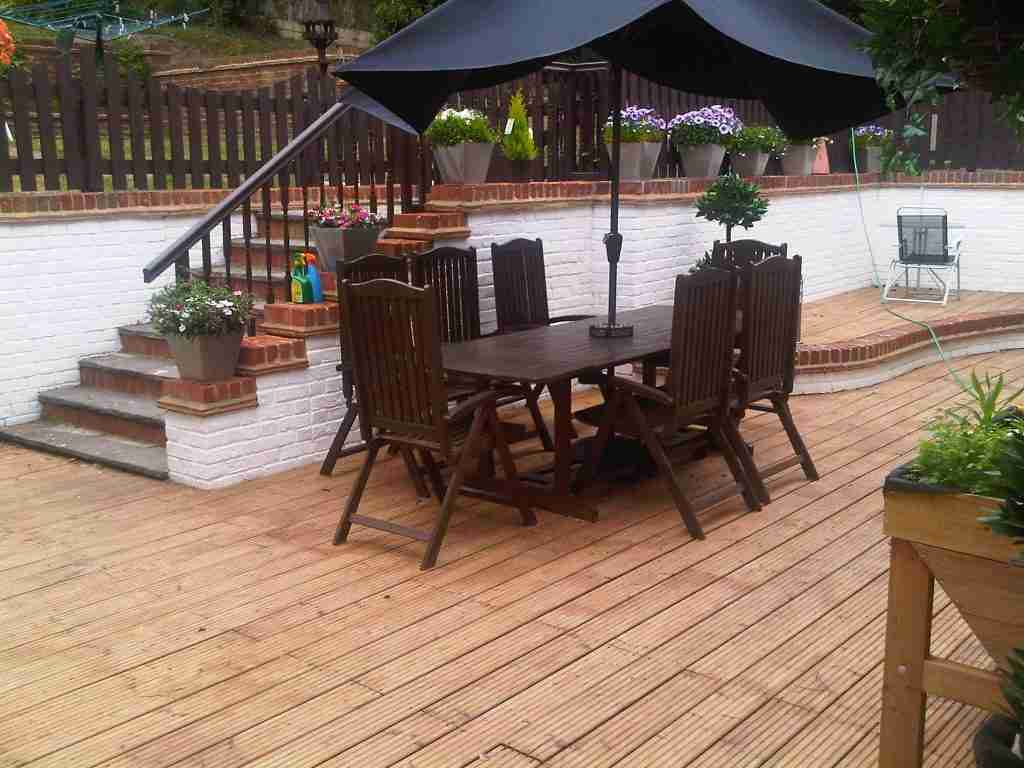 Paint walls and stain decking Welwyn Garden City
