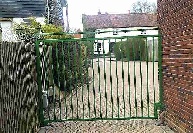 Paint electric gates and railings Walkern